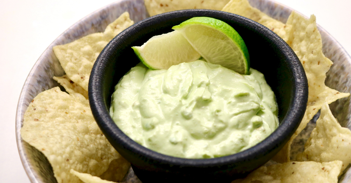 Avocado dip with tortilla chips
