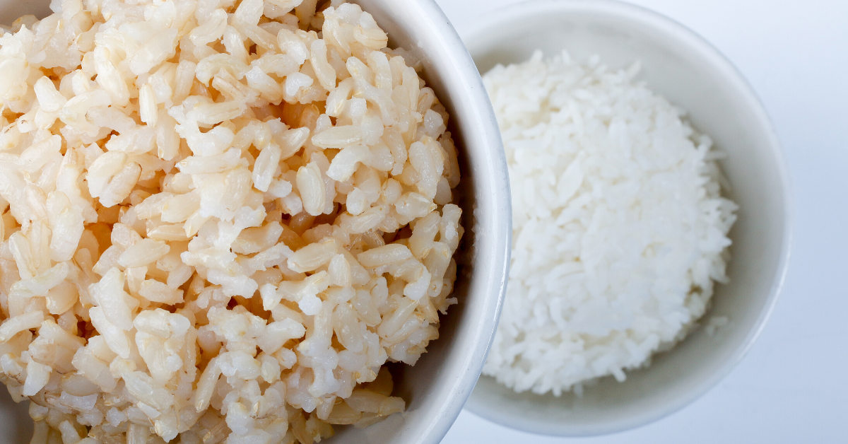 cooked brown rice and white rice